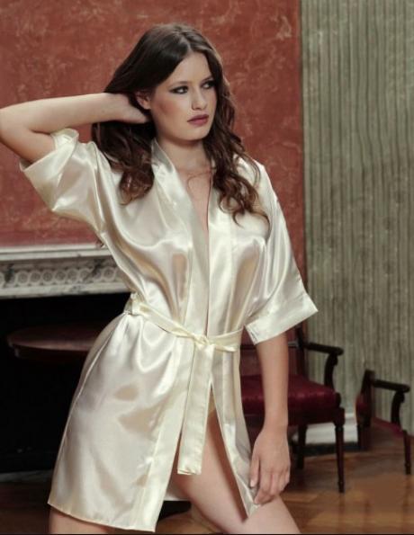 DKAREN sieviešu krēmīgas krāsas halāts.
