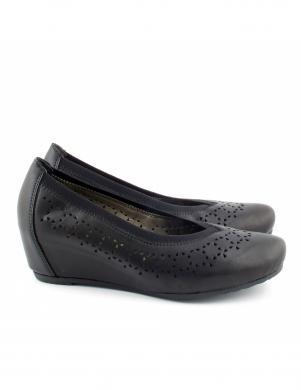 Sieviešu melni perforēti apavi ar viengabala papēdi RIEKER
